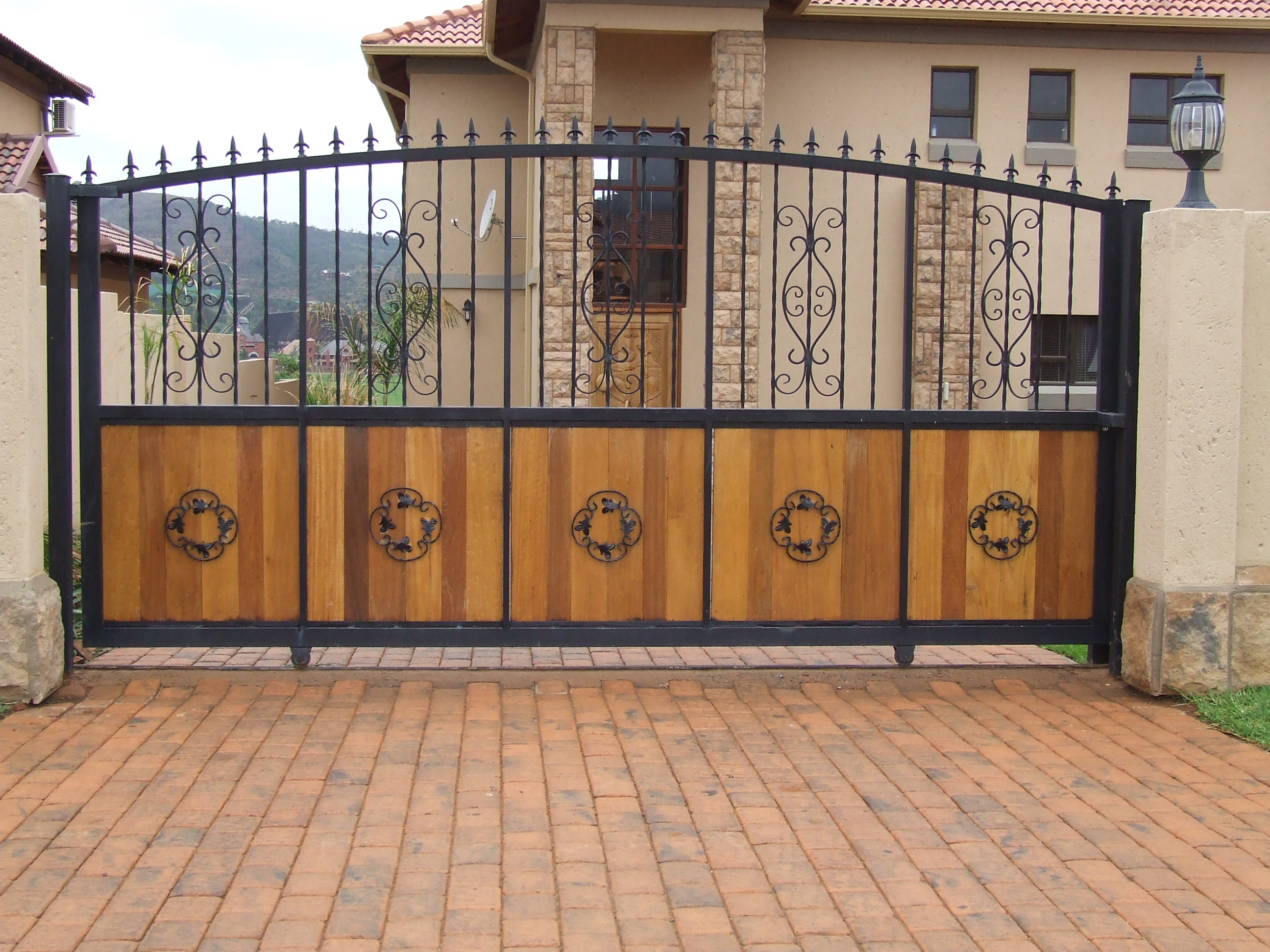 Magnificent Sliding Gate Design 2592 x 1944 · 1275 kB · jpeg